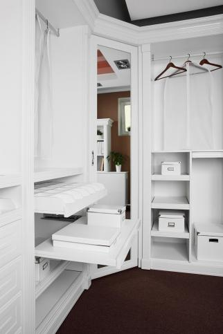 Enjoy a Clutter Free Life with Professional Toronto Closet Organizers
