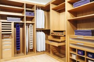 Walk In Closet Design Ideas and Organizing Tips