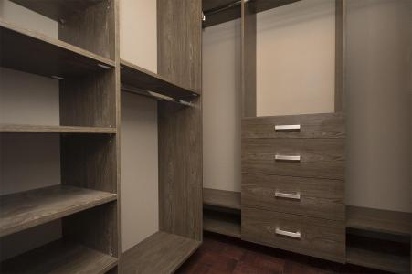 Walk-in Closet In Zahara Color